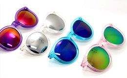 Meilleur prix en ligne en gros 100pcs marque concepteur lunettes de soleil de mode femme lunettes de soleil clair couleur lunettes de soleil rose bleu argent à partir de meilleures lunettes de soleil gros fournisseurs