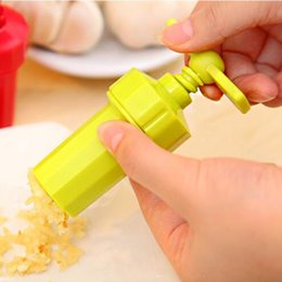 Wholesale Practical Ginger Garlic Manual Squeeze Press Twist Cutter Crusher Easy Using Blenders peeler for kitchen gadgets