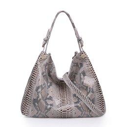 Wholesale women fashion leisure snake effect leath shoulders split hide cowhide handbags crossbody leather bags