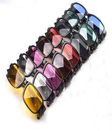 Promotion à double lampe de lecture Lunettes de lecture avec double lumières Led viennent avec plastique dur cas pour lunettes de soleil unisexe pour hommes lunettes de soleil de marque lunettes de soleil de marque pour hommes