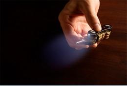 Clave Ninja aluminio carpeta de la manera sostenedor de la llave del clip organizador de bolsillo doble de luces LED clave bolso de la caja ama de llaves Llaves de cadena envío libre desde clips de bolsas proveedores