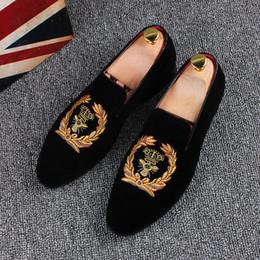 Broderie chaussures plates en Ligne-Colombie-Men Velvet Pantoufles Mocassins Robe Chaussures de broderie Velvet Shoes Taille 37-44 Flats Partie Souliers simple d'homme Vintage. Livraison gratuite