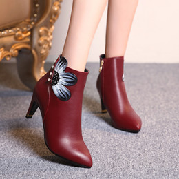 I love you fashion boots in winter Give you warm in the winter season
