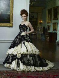 Gothic Vintage Black and ivory Wedding Dresses 2016 Puffty Lace Applique A Line Handmade Flowers Vestido de Novia Back Corset Bridal Gowns