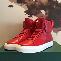 Compra Online Altos tops hombres 45-El nuevo diseñador de marcas de lujo superior de cuero de vaca hombres de la manera zapatos planos ocasionales cómodos zapatos de los altos Lock tamaño grande 38-45 Envío gratuito