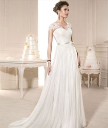 Vintage Castle Simple Lace Wedding Dresses with Cap Sleeve for Women in Autumn Tulle Sweep Train Bridal Gown