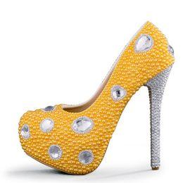 Wholesale Chaussures de mariage Yellow Pearl High Heel Platforms Noce Escarpins Argent strass chaussures de talon robe de mariée Plus Size