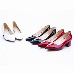 2017 la conception de chaussures de couleur Livraison gratuite 2016 chaussures de carrière de bureau de femmes de la mode brevet PU pointé pointes bas talons de couleur solide chaussures de marque design de marque 6906-1 la conception de chaussures de couleur sortie
