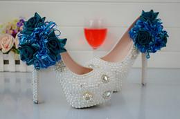Promotion perles de diamant hauts talons Nouvelle fleur de dentelle bleue chaussures de mariage de diamants chaussures à talons hauts Taiwan ultra pur blanc perle chaussures de mariée de diamants