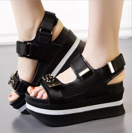 Wholesale 2016 new summer leisure shoes with thick bottom slope shake diamond muffin fish mouth female leather sandals sandals