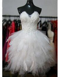 Hot Style Feather Short Wedding Dresses Sweetheart Beaded Handmade Ruffles Tulle Mini Lovely Bridal Gowns vestido de noiva W115