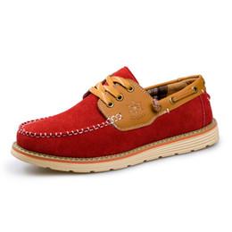 Wholesale Los zapatos ocasionales de los hombres de Brown del ante de los nuevos hombres calzan los enredaderos de cuero suaves del hombre Moccasins para los zapatos sociales de los hombres