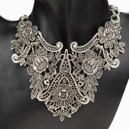 Vintage Tibet Silver Plated Flower Hollowed Statement Bib Chain Pendant Necklace H210958