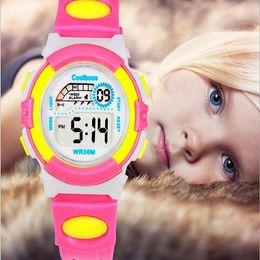 Wholesale El nuevo reloj digital los cabritos impermeables m impermeabiliza los relojes de los niños de los relojes de los niños Los muchachos de los niños del silicón de los estudiantes llevó el reloj