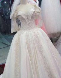 2016 Vintage Simple Wedding Dresses with Lace Applique Sweetheart Ball Gown Bridal Dresses Middle East Cathedral Train Wedding Gowns