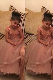 Lovely Kids Lace Ball Gown 2016 Flower Girl Dresses For Wedding Mother And Daughter Middle East Style