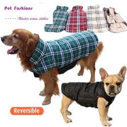 Wholesale Pet Fashion Series Dog Winter warm clothes large dog jackets waterproof reversible plaid pattern colors sizes