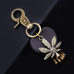 Wholesale Genuine Leather Maple Leaf Keychains heart Dangle Drop Charms Antique Bronze Plated Key Chains Holder Car Keychain For Men and women KE03