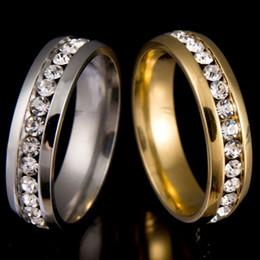 Acheter en ligne Bague de fiançailles en titane or-Jamais Fade 18k plaqué or 316l Bague en acier inoxydable Titane Acier Bague de fiançailles de mariage avec Crystal A12S Déclaration de bijoux