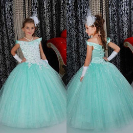 Amazing 2016 Latest Tulle Ball Gown Girls Pageant Dresses Cheap Off Shoulder White Lace Beads Flower Girl Dress Kids Formal Wear EN7047