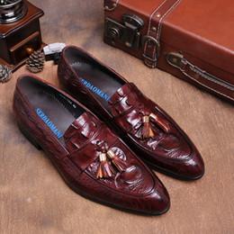 Wholesale Grano de cocodrilo negro marrón tan verano mocasines zapatos de vestir para hombre zapatos de cuero genuino casual zapatos de boda para hombre con borla