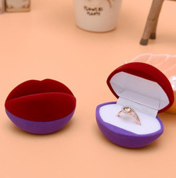 free shipping New Velvet Ring Box,lip shape Jewelry Display Gift Case sold by lot (10pcs lot)
