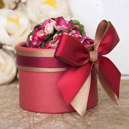 Wholesale Luxury European Flower Cylindrical Style Diamond Crystal Wedding Candy Box Case With Silk Ribbon Wraps Gift Full Red