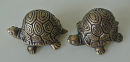 Wholesale 2 Pieces Small Cast Copper Turtle Color Metal Turtle Sculpture Paper Weight Gift Crafts Home Office Desk Decor