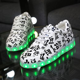 Wholesale Led Glowing Lights Up Fashion Shoes Woman Sport Students Lumineuse Lovers For Adults Unisex Casual Music Nice USB Charging Girls Board Shoe