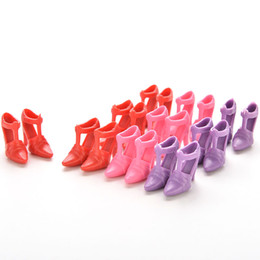 2017 la conception de chaussures de couleur New Baby DIY Toy 10 Pairs Mix Chaussures à talons hauts Créations de poupées Varier les couleurs Accessoires aléatoires abordable la conception de chaussures de couleur