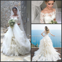 Glamorous Half Sleeves Lace 2017 Wedding Dresses Vintage Tulle Organza Ruffles Tiered Formal Wedding Bridal Gowns with Buttons Covered Back