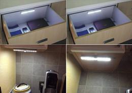 Toilettes Nuit de LED IR détecteur de mouvement infrarouge sans fil capteur Cabinet Closet Garage Atelier lampe blanc chaud blanc froid Bowl Brite à partir de placards blancs fournisseurs
