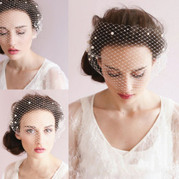 Fashion Pearl Short Wedding Veils One Layer Romantic Bridal Veils with Pearls Cheap Classic Short Veils Charming Bridal Headdress Veils