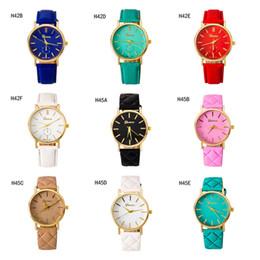 Descuento relojes de pulsera piezas Relojes romanos del cuarzo del dial del oro de la escala de la venta caliente, reloj simple de la correa de las mujeres de la manera 6 pedazos mucho estilo mezclado DFMPH57