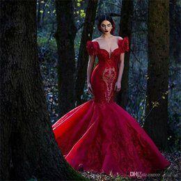 Deep V Neck Saudi Arabic Evening Dresses Lace Appliqued Ruched Organza Red Prom Dresses Mermaid Long Vestidos De Fiesta Formal Party Gown