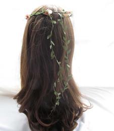 Фото девушки с искусственными волосами