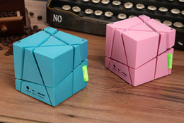 Qone LED Bluetooth Speakers Creative Wireless Speakers Magic Cube Portable Bluetooth Music Player Support TF-card FM Radio Outdoor Sports
