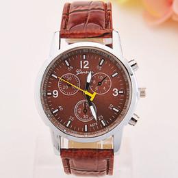 Hommes robe gros de montre à vendre-2016 2015 vente en gros Unisexe Genève Cuir PU Quartz Montres Mode Hommes Femmes Luxe Marque Numéros Hommes Montres Montres-bracelets