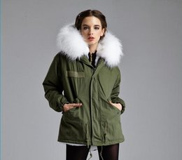 Wholesale Fall Winter Mr Mrs Italy Ladies mini parkas classic green jacket detailed with real rabbit fur liner