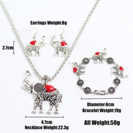 Retro elephant women's jewelry, a set of products including earrings, jewelry, necklace. Wear and send friends the best gift.