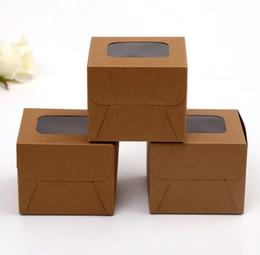 Latas de papel en venta-Venta directa de fábrica se pueden imprimir logotipo de cajas de embalaje de papel Kraft fenestración caja de regalo cuadrada de 8 * 8 * 8 cm