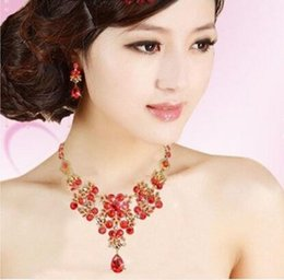Wholesale Unique Gold And Red Bridal Jewelry Sets Lovely Necklace And Earings Artificial Rhinestone Romantic Drop Water Design Wedding Accessories