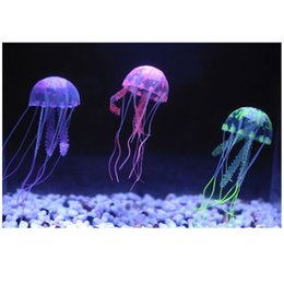 Скидка аквариум украшения 5 цветов Дополнительный 8 см Искусственный Светящиеся медузы с Sucker Fish Tank аквариум украшения аквариума украшения аксессуары H15202