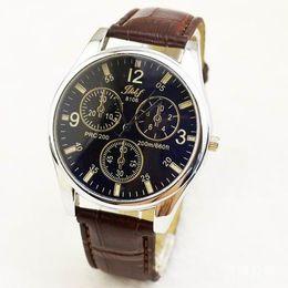 Espejo de cristal clásico en Línea-Relojes Hombres Y Mujeres De Negocios Reloj De Cuarzo Blue-ray Cinturón De Reloj Clásico De Vidrio Común Espejo De Aleación De Reloj Para Hombres Trabajador Relojes