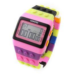 Mujer del estilo de reloj resistente al agua en Línea-Clásico plástico de la manera Shhors digital del reloj del caramelo impermeable luz de la noche de alarma unisex mujeres unisex de los relojes de señoras del estilo colores mezclados