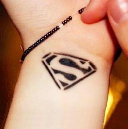 Transfert d'eau autocollants de tatouage en Ligne-Gros-2016 New Water Transfert Superman étanche autocollant de tatouage temporaire Livraison gratuite Sexy produit