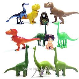 Descuento películas de acción 12pcs / lot Arlo manche el buen dinosaurio animado Miniaturas figuras de acción del PVC de película Dinosaurios Figuras Set para niños Juguetes para Niños Niñas