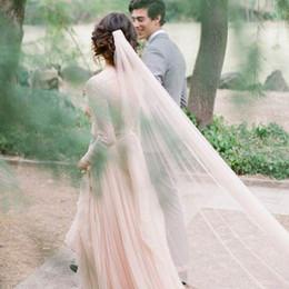 Wholesale Lumière Pink Pearl Wedding Veil cathédrale Longueur voile de la mariée avec des couleurs Or Métal Peigne personnalisés Nouveau doux voile de tulle pour la mariée Accessoires