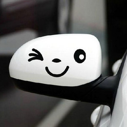 Descuento coche espejo decorativo Styling coche 1 par linda sonrisa divertida de la cara del espejo del lado del coche adhesivos decorativos Accesorios para el coche Envío de la gota de la orden $ 18Nadie pista