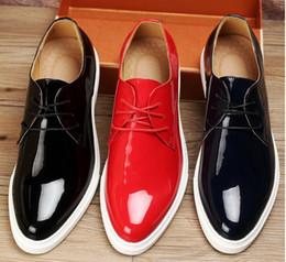 Descuento los hombres hechos a mano de los zapatos oxford Cara de cuero genuino hechas a mano Zapatillas Zapatos casual de los hombres de los planos Hombre de diseño de conducción de zapatos de charol Oxfords partido de zapatos